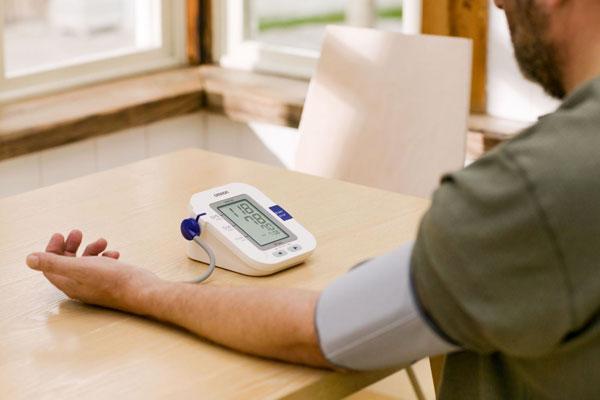 chọn mua máy huyết áp tin cậy