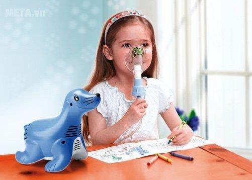 xông khí dung nước muối ở trẻ em